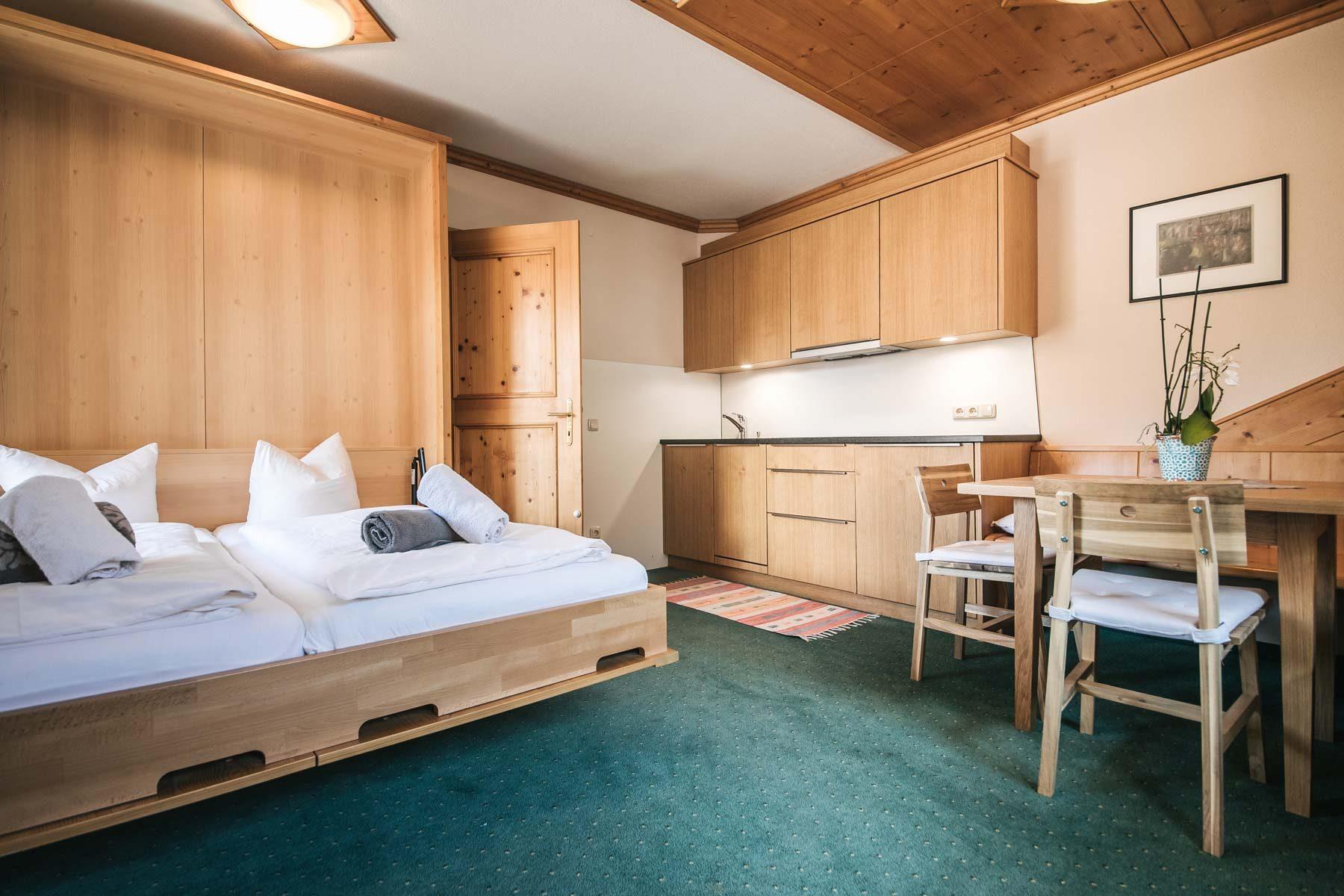 Wohnküche mit Schrankbett
